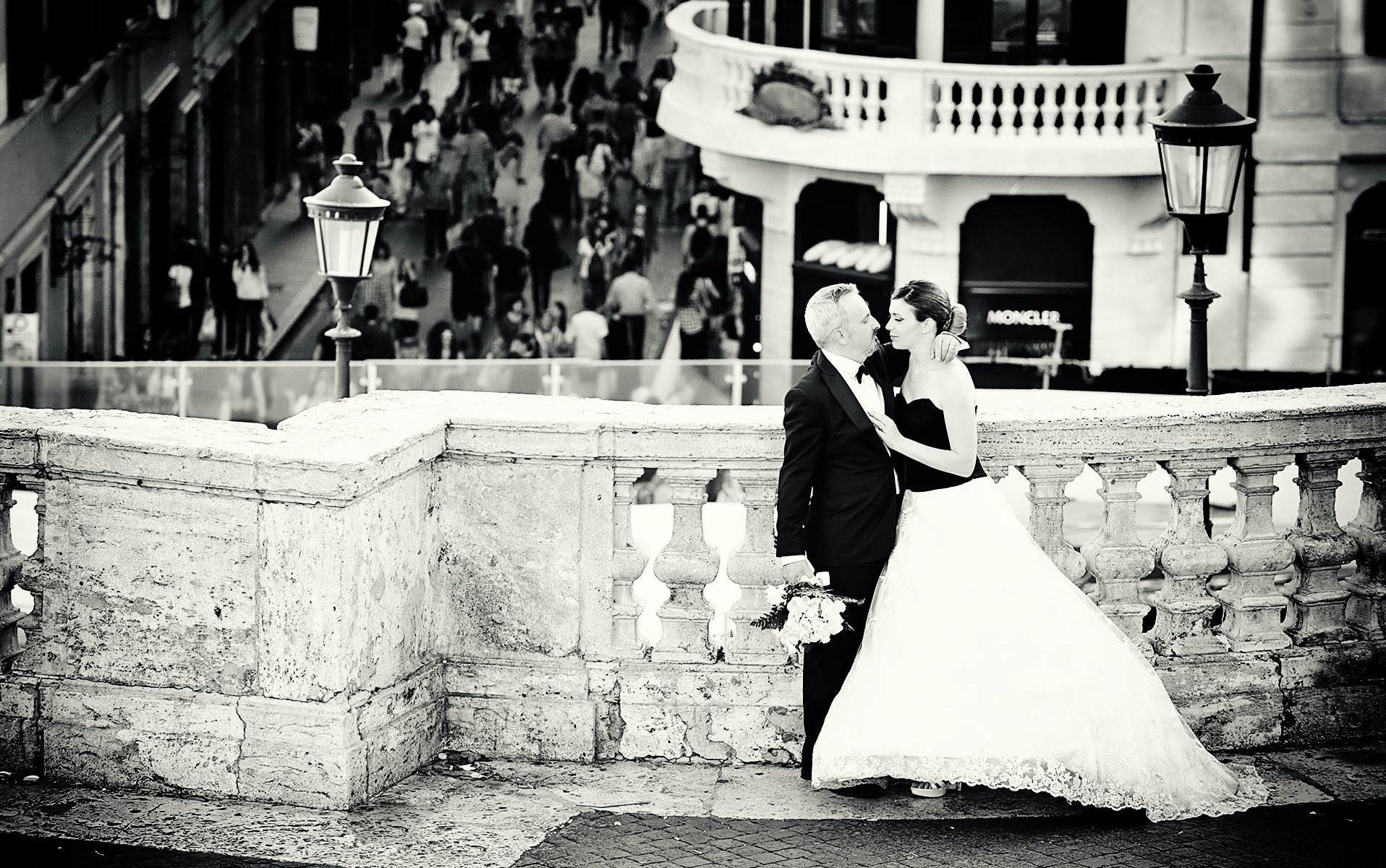 Foto di matrimonio a Piazza di Spagna a Roma